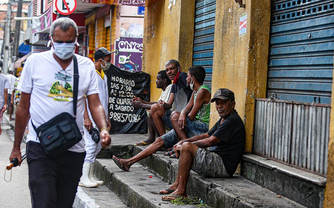 Muita gente não está cumprindo as medidas de isolamento social em Pernambués.