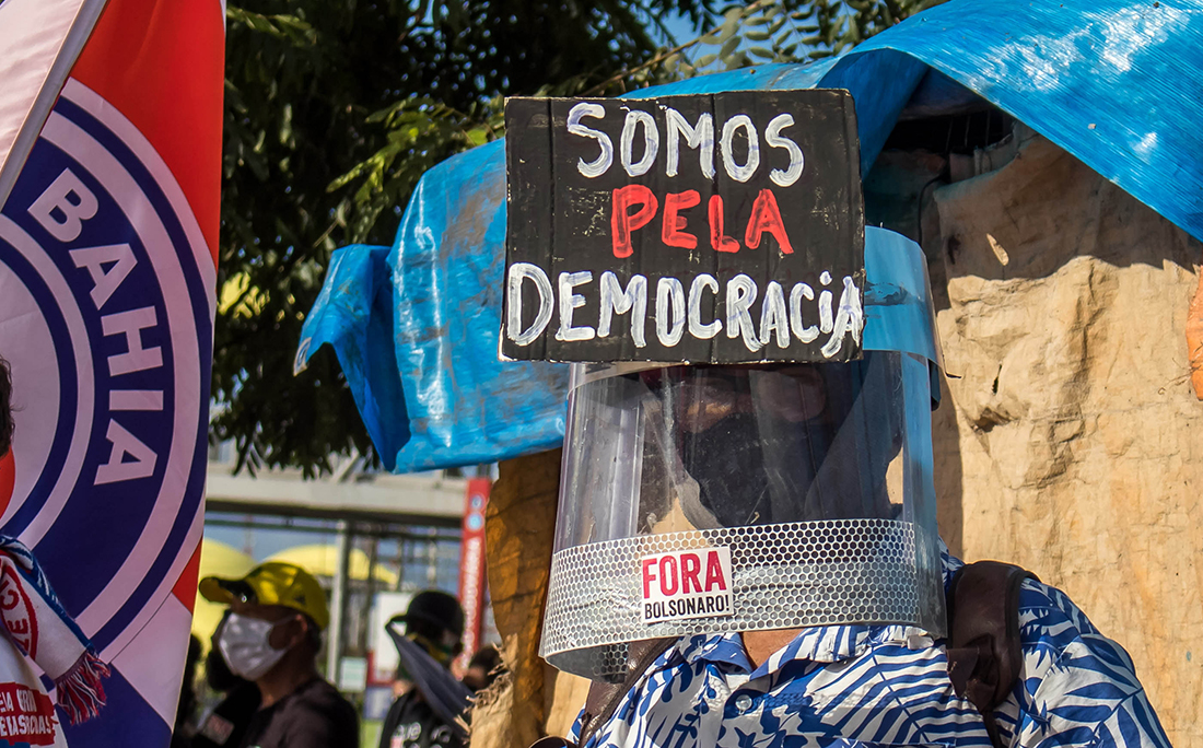 A manifestação foi organizada através das redes sociais.
