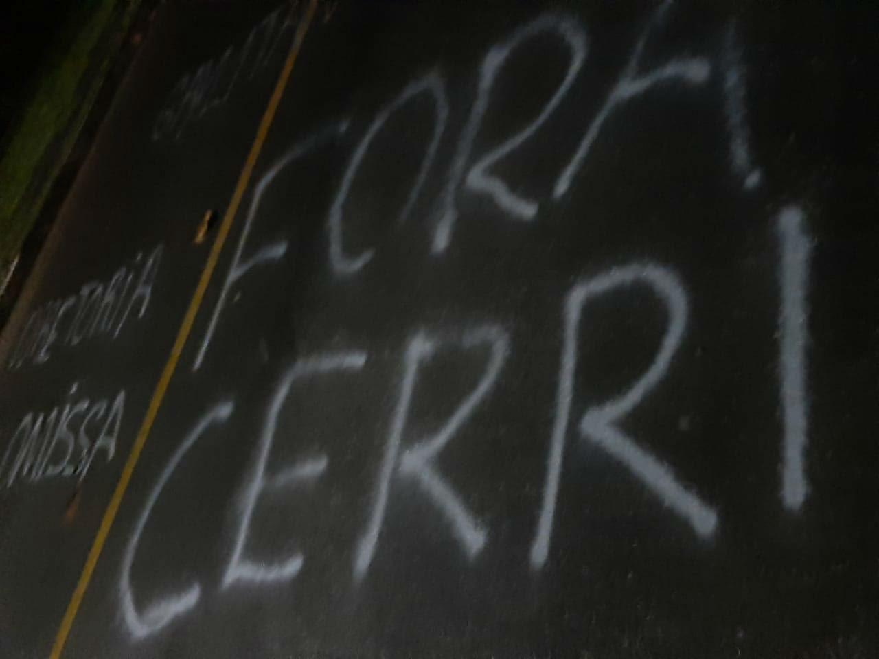 O nome do diretor Diego Cerri está entre as mensagens deixadas