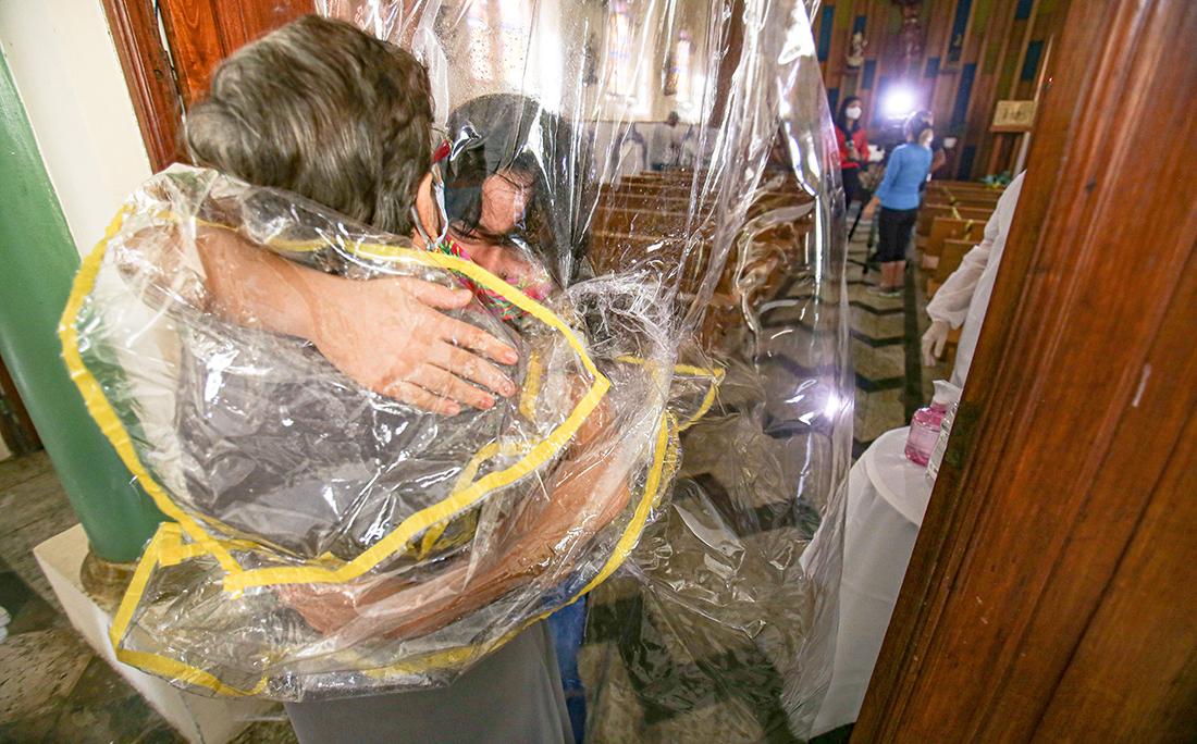O projeto Cortina de Abraço aconteceu no Lar Franciscano Santa Isabel.