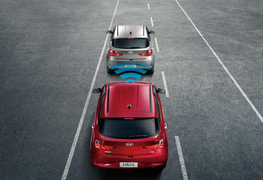 O freio de emergência atua para minimizar os danos de uma eventual colisão