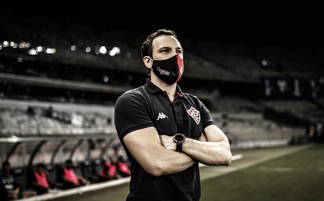Treinador do Vitória, Bruno Pivetti projeta evolução no time durante o período que terá para treinar até o próximo jogo