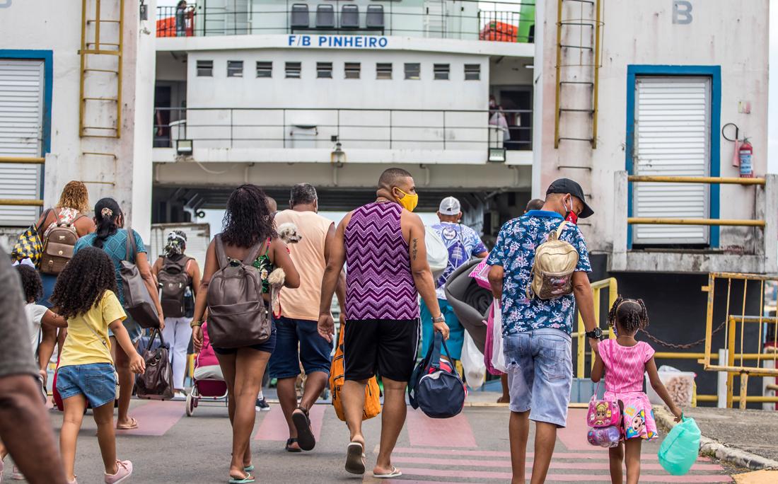 Para embarcar no ferry-boat, a espera foi de mais de duas horas.