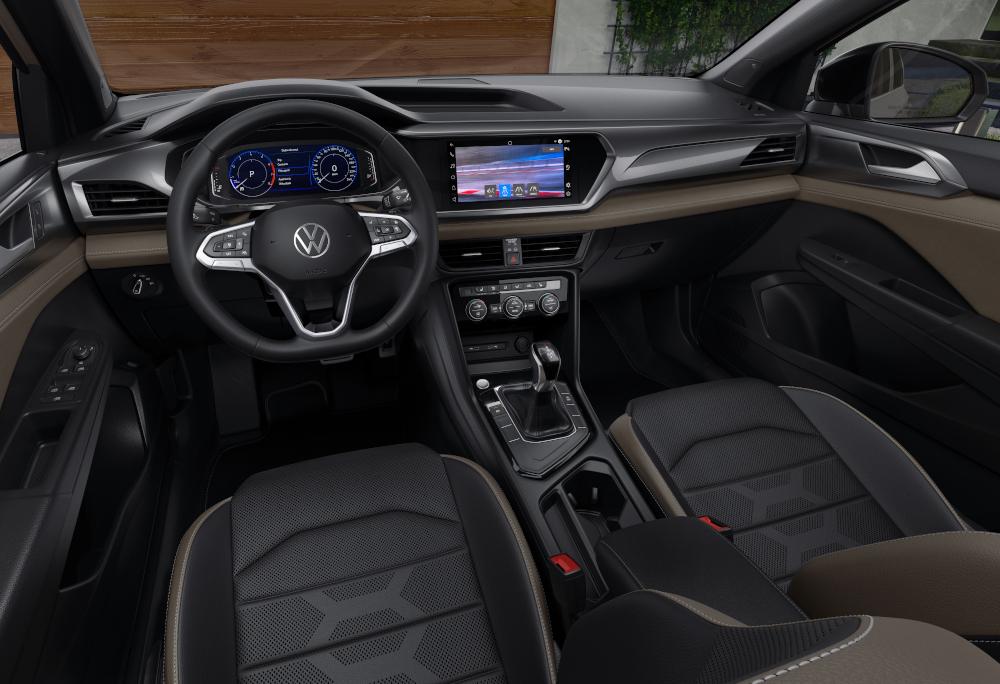A VW promete tecnologias como sensor de ponto cego e piloto automático adaptativo