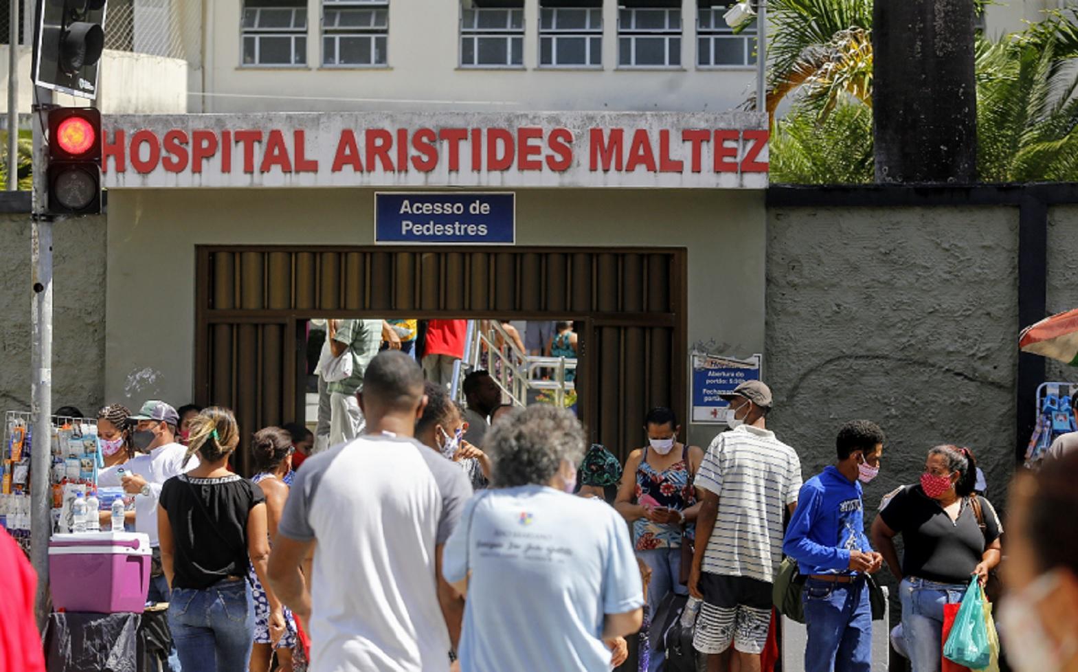 Porta do Hospital Aristides Maltez durante a pandemia  de covid-19
