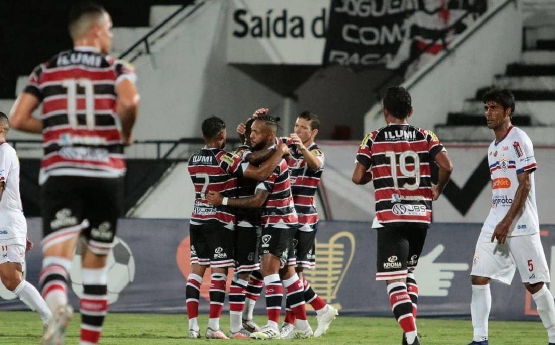 Com gols de Chiquinho e Lourenço, Santa Cruz bateu Itabaiana por 2x0 e se classificou para o Nordestão