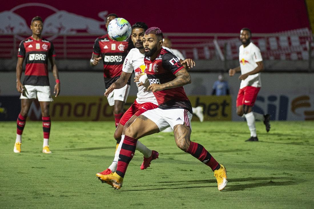 Gabriel, do Flamengo, é marcado por Aderlan, do Bragantino