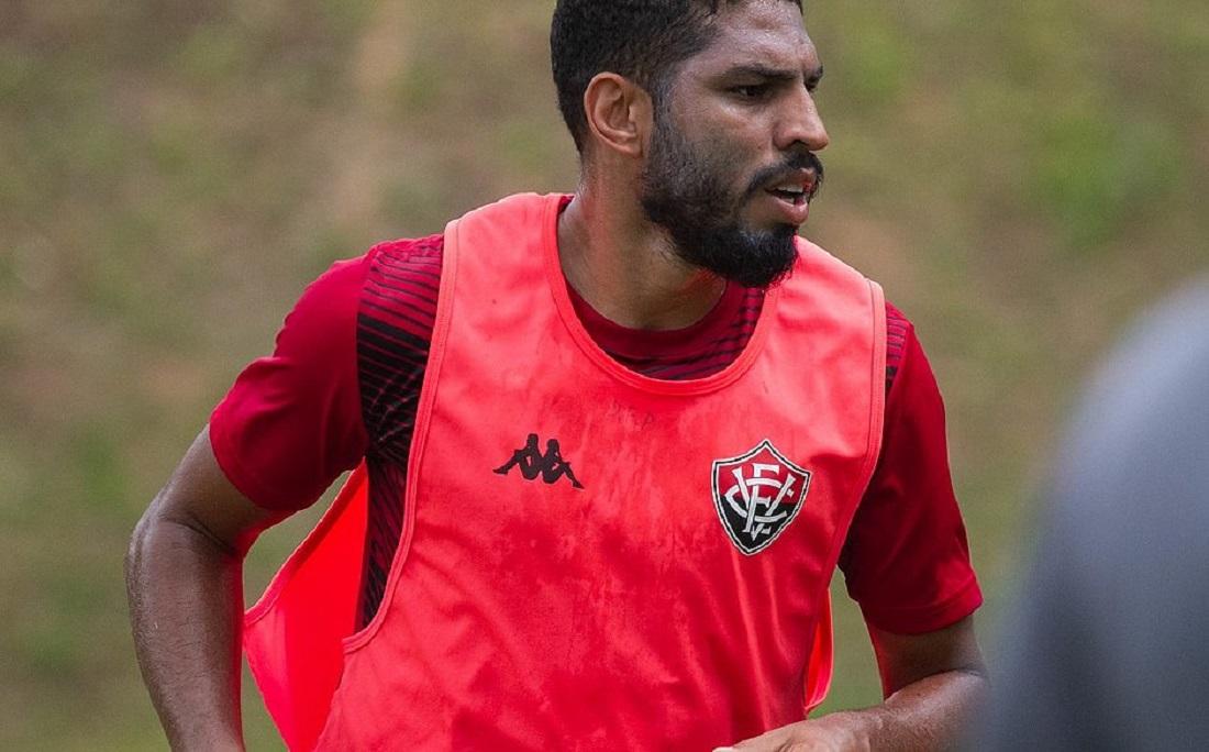 Zagueiro Wallace estará em campo na estreia do estadual contra o Unirb