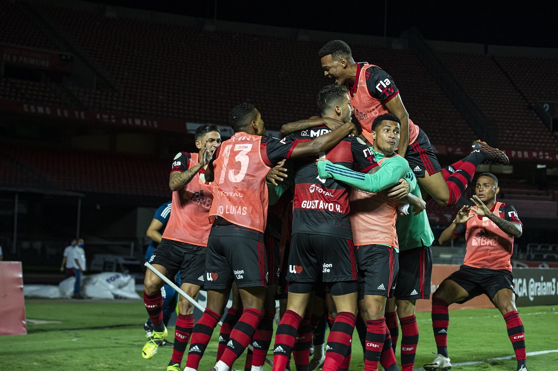 Jogadores do Flamengo comemoram no Morumbi