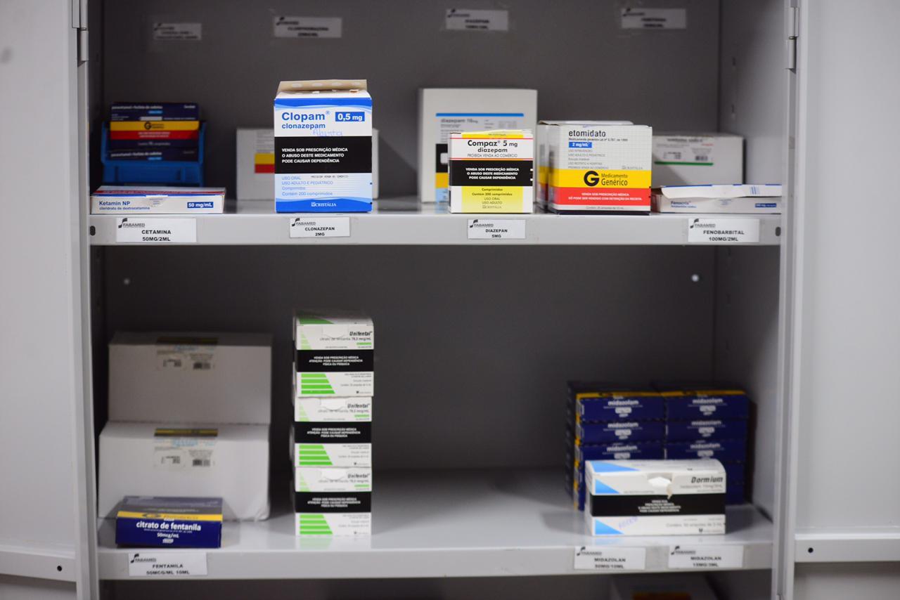 Estoque de medicamentos no gripário de Pau Miúdo