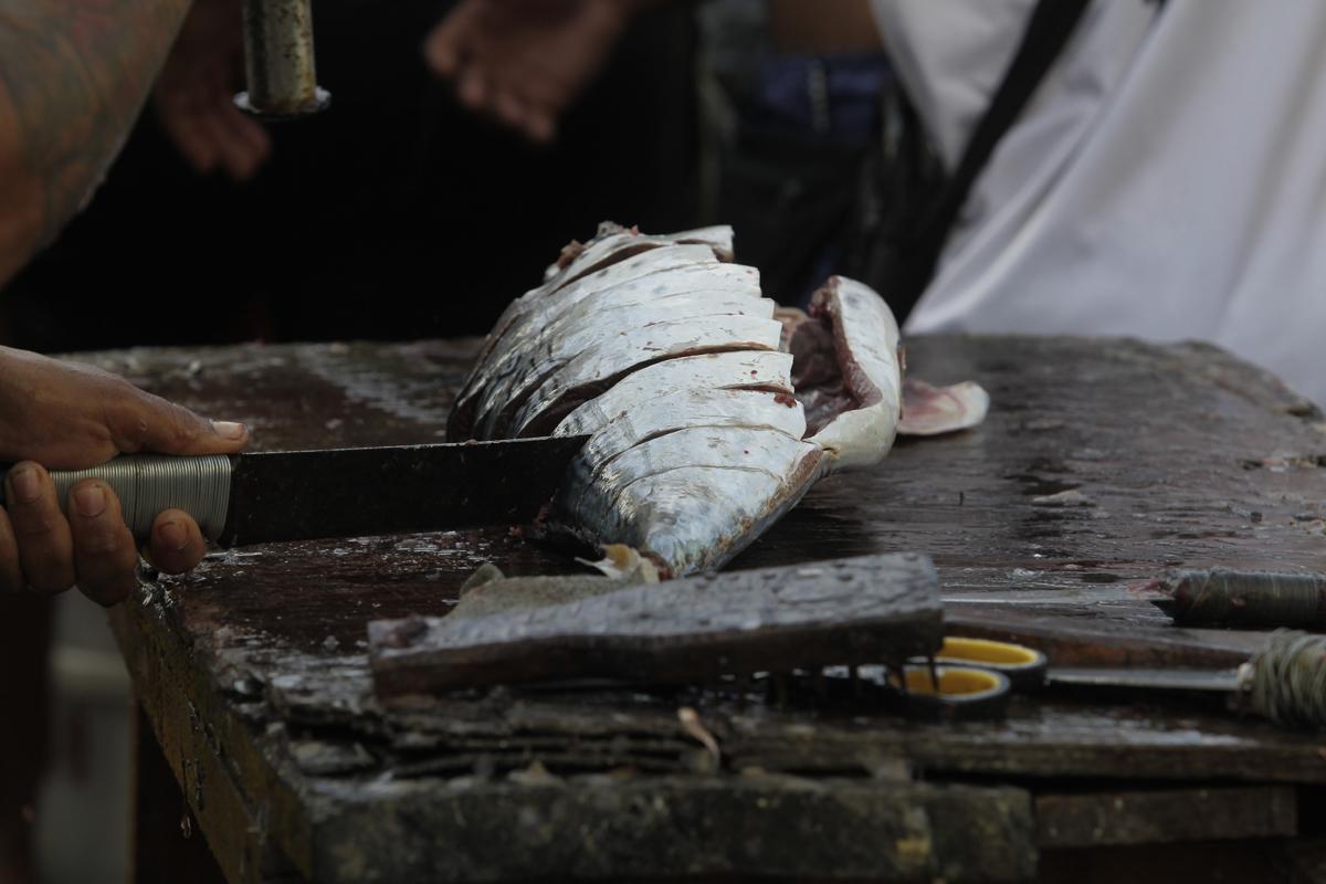 A procura pelo pescado foi crescendo ao longo da semana e as vendas aumentaram.