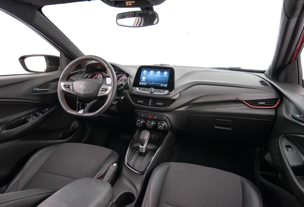 Os seis airbags e a direção com assistência elétrica são de série em todas as configurações
