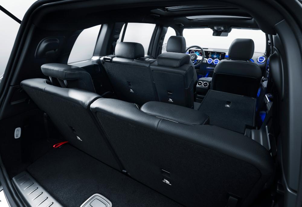 Com cinco assentos, o porta-malas tem espaço para 500 litros. Com sete, caí para 130 litros