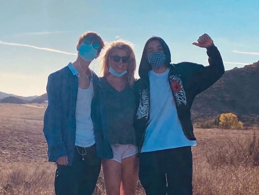 Britney Spears posa com os filhos, Sean e Jayden