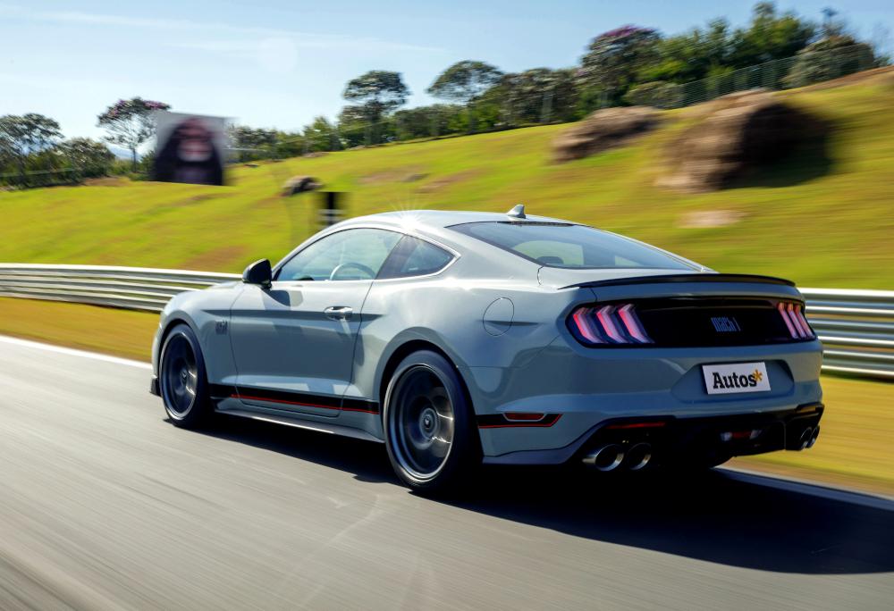 Com 4,79 metros de comprimento, o Mustang tem 382 litros de capacidade no bagageiro
