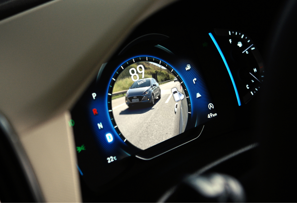 Uma câmera que monitora o ponto cego e mostra as imagens no painel de instrumentos