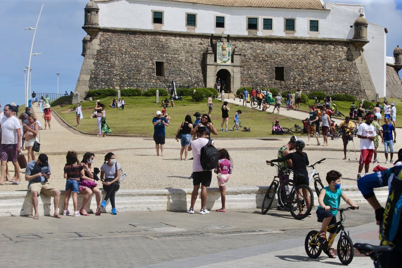 Calçadão da Barra também ficou cheio de visitantes e turistas