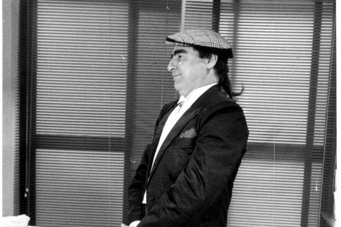 Luis Gustavo vivia o costureiro Ariclenes, que assume a identidade de Victor Valentim em Ti-Ti-Ti